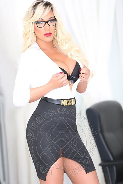 Penelope Hilton  VILLA ROSA 329 0921595